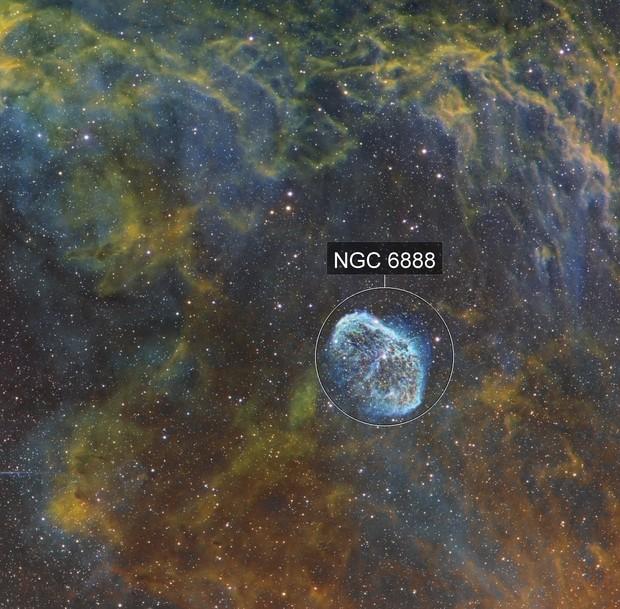 Nébuleuse du croissant NGC6888 et de la bulle de savon en SHO