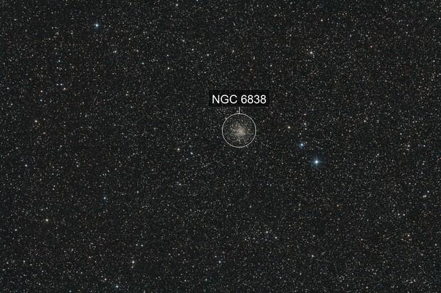Kugelsternhaufen M 71 im Sternbild Pfeil (Sagitta) - volles Bildfeld