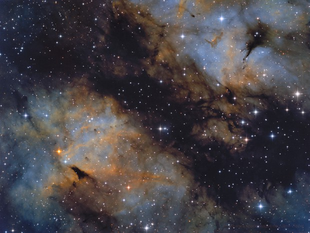 IC 1318 hubble colors