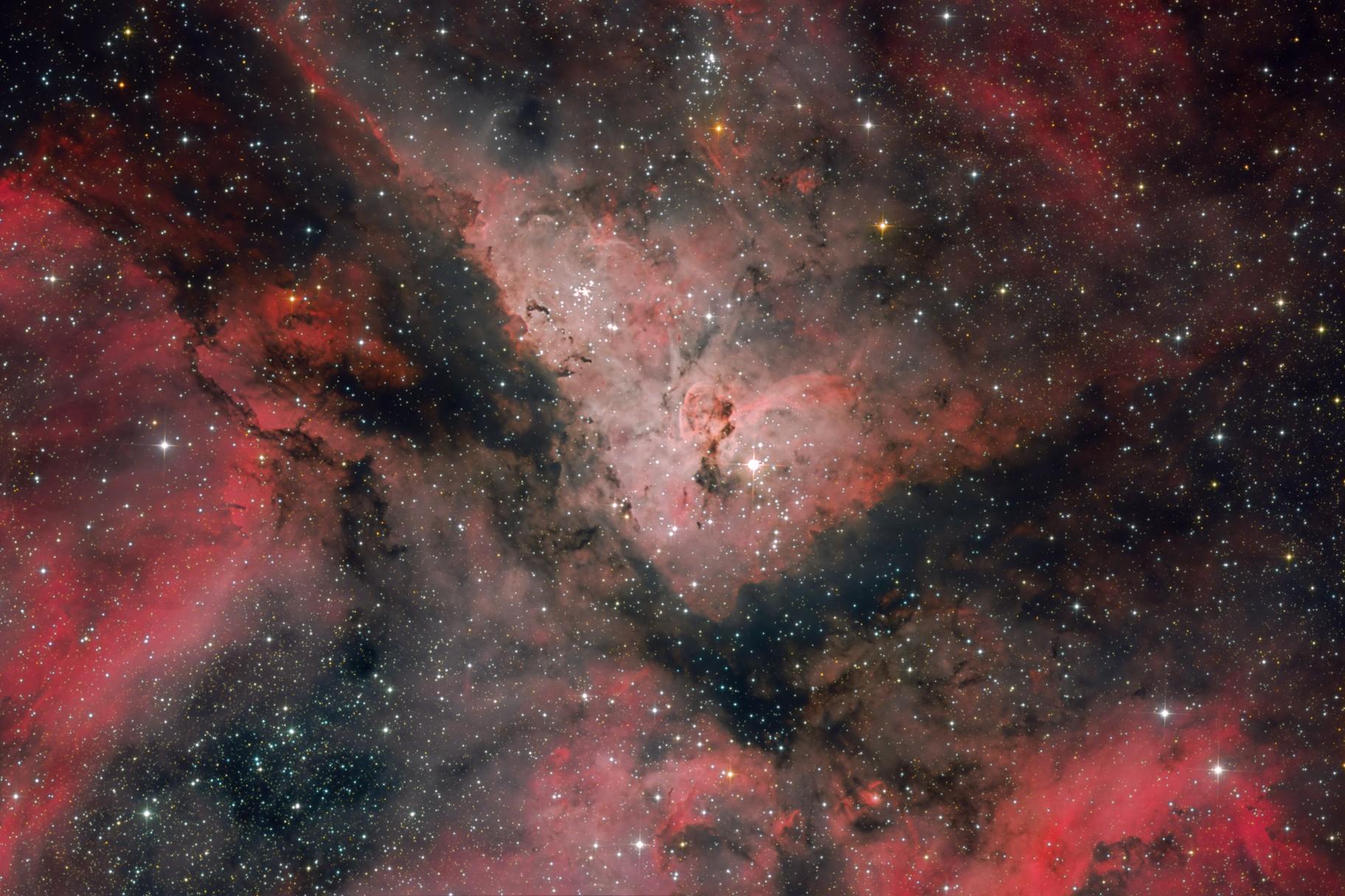 NGC 3372 / A deep look through the keyhole