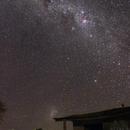 Vía Láctea y Gran Nube de Magallanes sobre cabaña Vulcano,                                Angel Requena