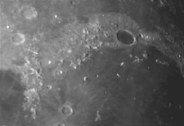 Plato e Vallis Alpes,                                Orsojogy