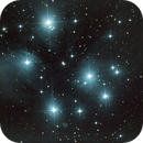 M45 - Pleiades (the Seven Sisters),                                tringuede