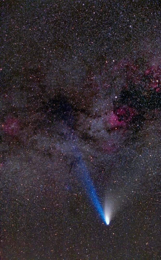 Comet Hale-Bopp and Milky Way,                                Wei-Hao Wang
