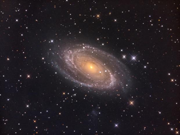 Bode's Galaxy (M81) in LRGB,                    Jose Carballada