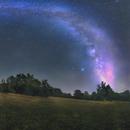 La Vía Láctea, Saturno, Júpiter, Andrómeda y un meteoro sobre la Ermita de Olmedillos,                                Astrofotógrafos