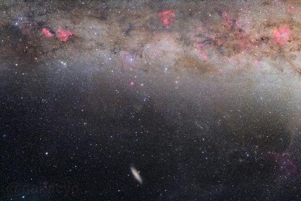 The Andromeda Galaxy and Autumn Milkyway Around Cassiopeia,                                Nakaki