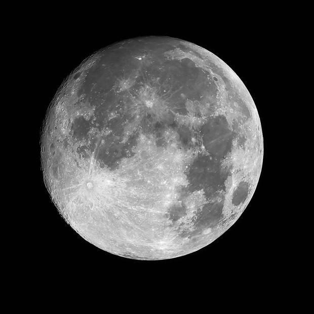 Waxing Gibbous Moon - 2021-04-25 (94%),                                Chris Morisette
