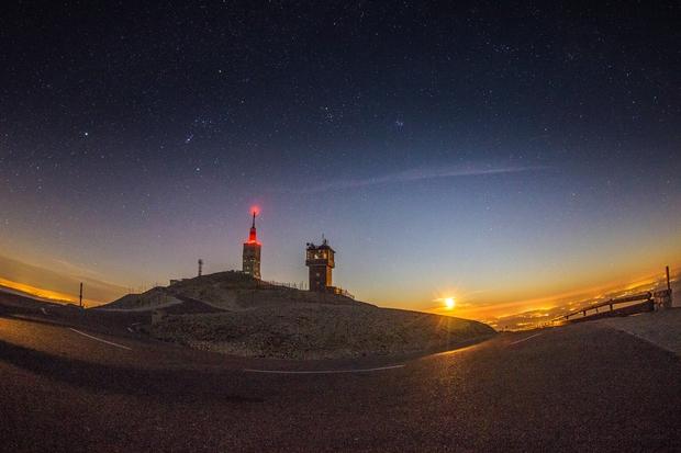 Moon set at Mt Ventoux, in november !,                                Arnaud Peel