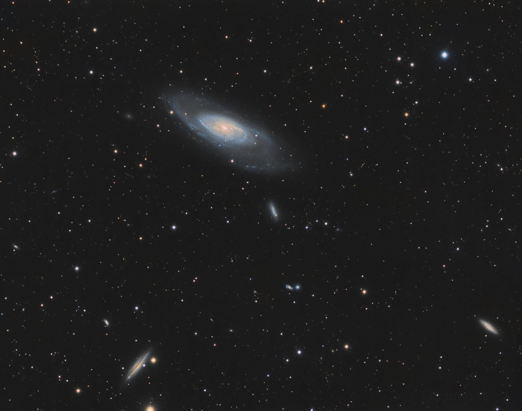 M106 et ses voisines Ur-8dYmfxG0z_1824x0_Wd58EeA8